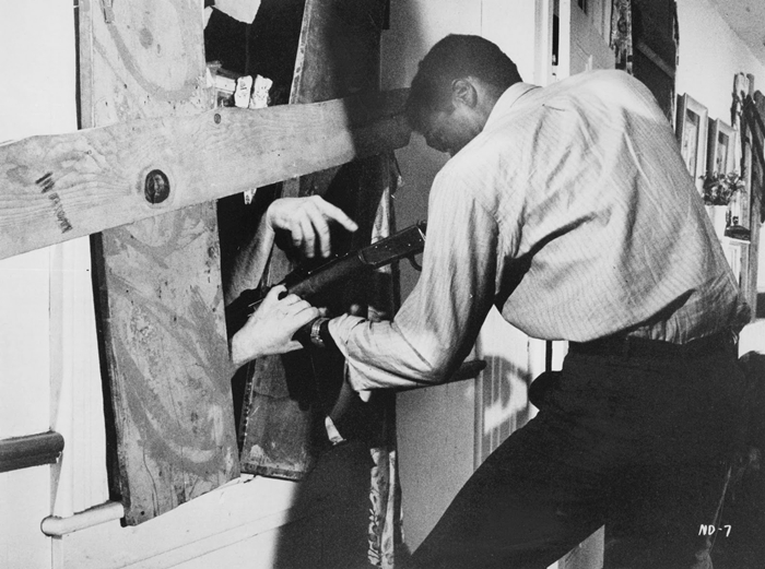 <살아있는 시체들의 밤>에 등장한 흑인 영웅은 시대의 파격이었다. 사진 <살아있는 시체들의 밤>
