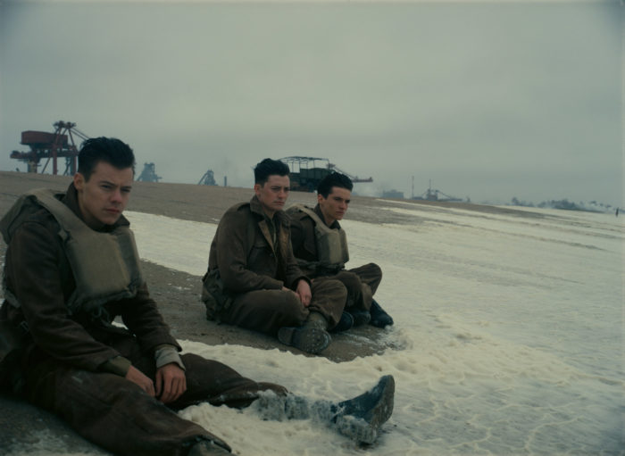 크리스토퍼 놀란 감독은 '덩케르크 철수작전'의 실화를 다룬 이 영화에서 이전의 전쟁영화에서 겪지 못한 영화적 경험을 선사한다. 사진 워너브러더스 코리아