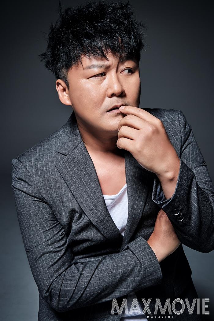 공형진은 하이틴 장르 영화 <그래 가끔 하늘을 보자>(1990)로 데뷔했고, 1991년에 SBS 1기 공채 탤런드로도 뽑혀 영화와 TV 드라마를 오가며 89편의 작품을 남겼다. ⓒ 맥스무비 김현지(에이전시 테오)