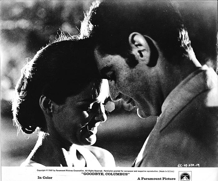 1969년 작품인 '굿바이 컬럼버스'는 흑백 영화로 제작되었다. 사진 파라마운트
