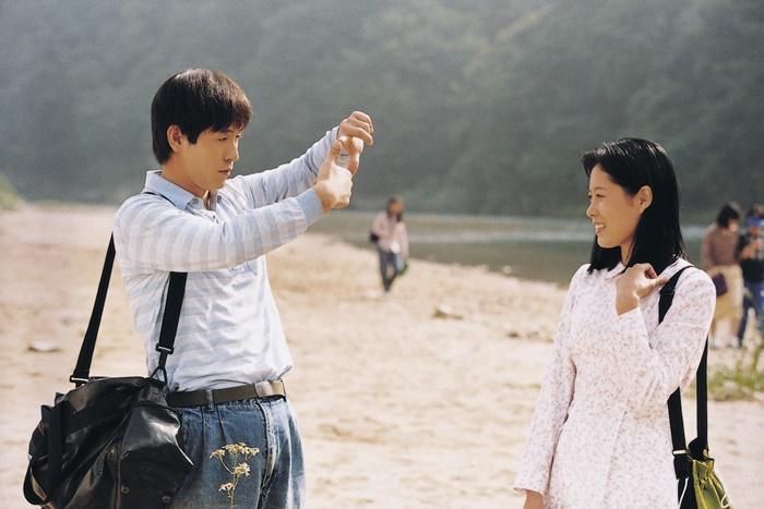 '박하사탕'은 가리봉동 공단 야유회로 시작과 끝을 맺는다. 사진 CGV 아트하우스