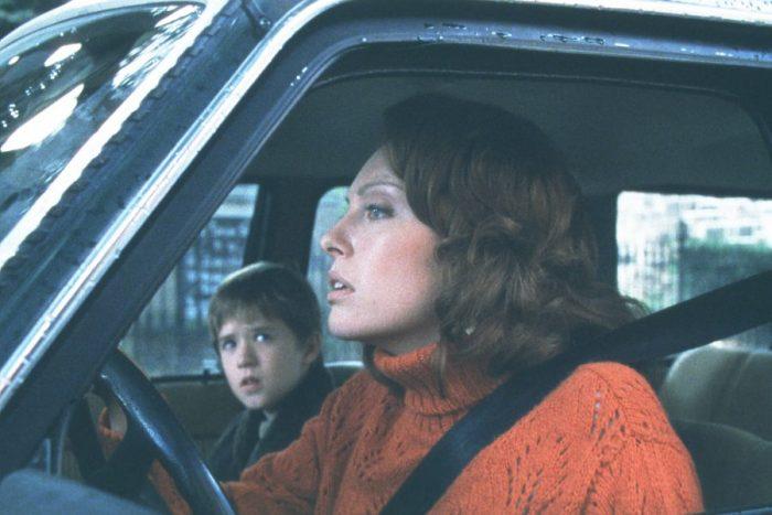 토니 콜렛은 반전 공포영화 '식스 센스'에서 귀신을 보는 아들을 둔 엄마 린 세어 역을 맡았다. 사진'식스 센스' 스틸
