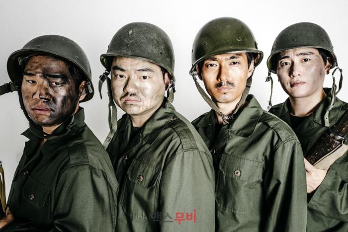 (왼쪽부터) 김충길, 신민재, 백승환, 고봉수 감독은 맥스무비와 인터뷰를 위해<b> </b>'고봉수 사단' 콘셉트 화보를 제안했다. 사진 SWAVE STUDIO(강민구)