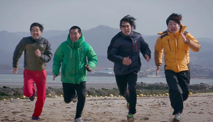 코치 역으로 출연한 배우 고성완은 고봉수 감독의 삼촌이다. 실제로 버스 기사로 일하고 있는 그는 연차를 사용해 영화 촬영에 참여했다. 사진 CGV 아트하우스