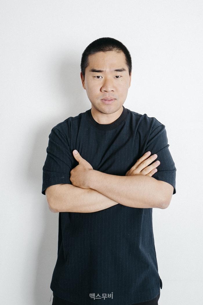 김충길은 영화 속 충길 캐릭터에 대해 '잘하지 못하는 것도 해봐도 된다고 말하는 캐릭터'라고 설명했다. 사진 SWAVE STUDIO(강민구)