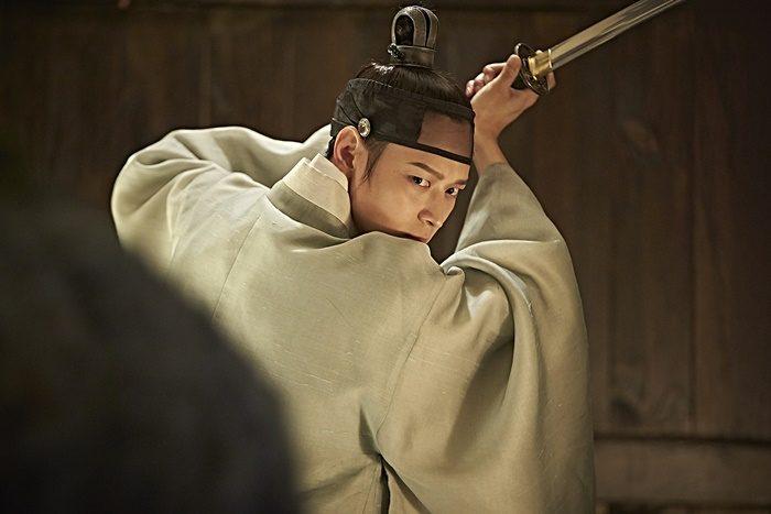 조윤(강동원)은 조선 시대 최고의 무관답게 귀신 같은 검술 실력을 가졌다. 극 중 강동원의 검술 장면은 빠짐없이 인상적이다. 사진 쇼박스