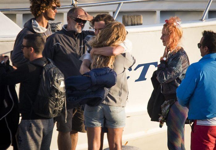 젊은 시절, 샘은 집을 떠나 섬 생활을 시작한 도나에게 위로가 되는 존재였다. 극 중 관계만큼 두 사람은 애틋한 모습을 보여줬다. 사진 TOPIC/ Splash News