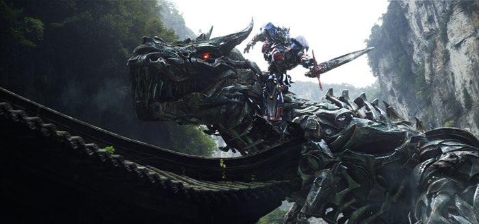 영화의 후반부, 오토봇과 다이노봇, 주요 인물들은 갑작스럽게 홍콩으로 향한다. 사진 롯데엔터테인먼트