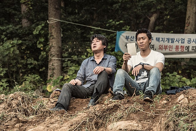 '암수살인'에서 진선규는 김윤석이 연기한 김형민 형사의 조력자 조형사 역으로 등장한다. 사진 쇼박스