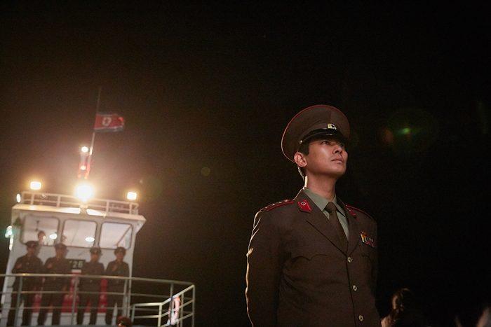 주지훈은 북한 군인다운 냉철한 모습을 완성하기 위해 구레나룻을 일자로 잘랐다. 사진 CJ 엔터테인먼트