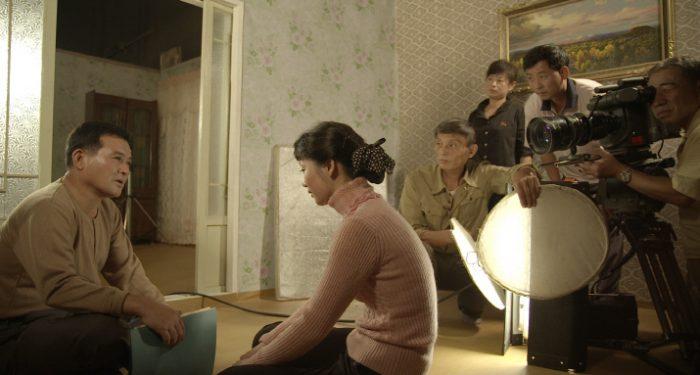 북한의 영화 촬영 현장. '안나, 평양에서 영화를 배우다' 촬영 당시에는 디지털이 아닌 필름으로 촬영 중이었다. 사진 독포레스