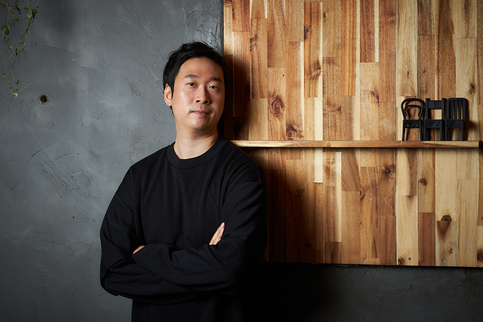 영화 '지푸라기라도 잡고 싶은 짐승들'을 연출한 김용훈 감독. 사진 메가박스중앙플러스엠