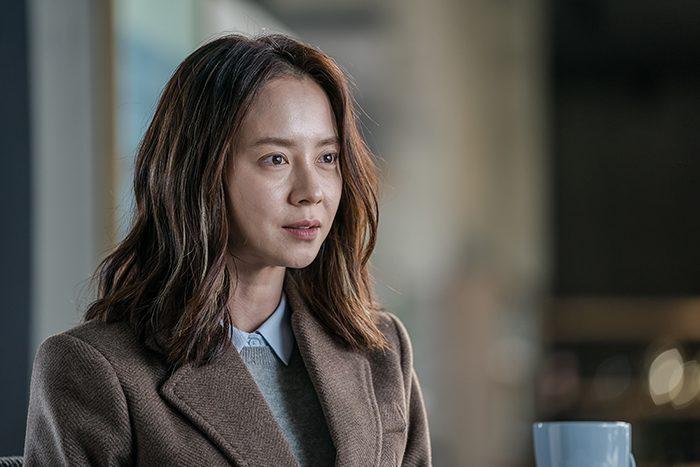 영화 '침입자' 배우 송지효 모습이 담긴 스틸. 사진 에이스메이커무비웍스
