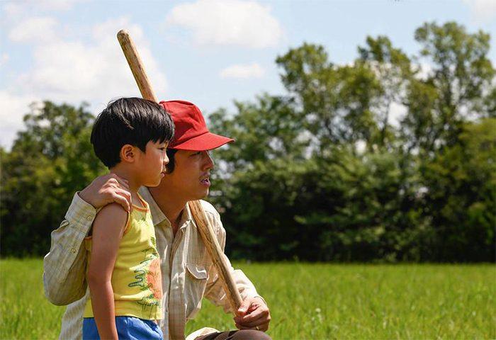 영화 '미나리' 스틸. 배우 알란 김(왼쪽), 스티븐 연. 사진 A24