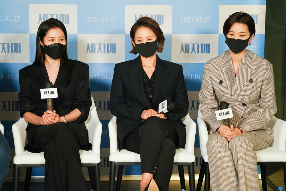영화 '세자매' 언론시사회 현장. 배우 문소리(왼쪽부터), 김선영, 장윤주. 사진 리틀빅픽처스