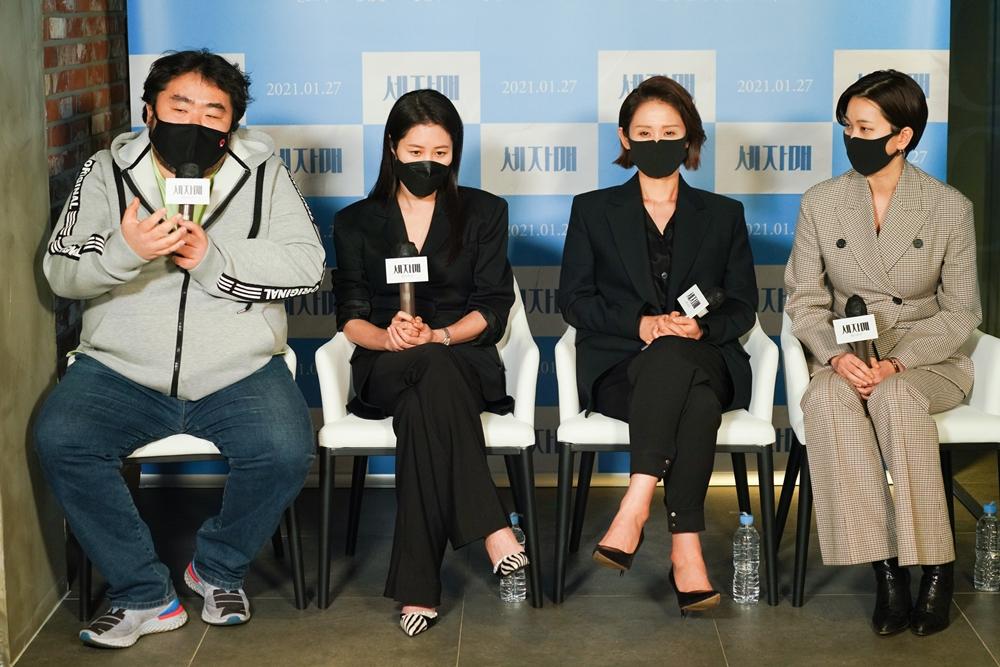 영화 '세자매' 언론시사회. 이승원 감독(왼쪽부터), 배우 문소리, 김선영, 장윤주. 사진 리틀빅픽처스